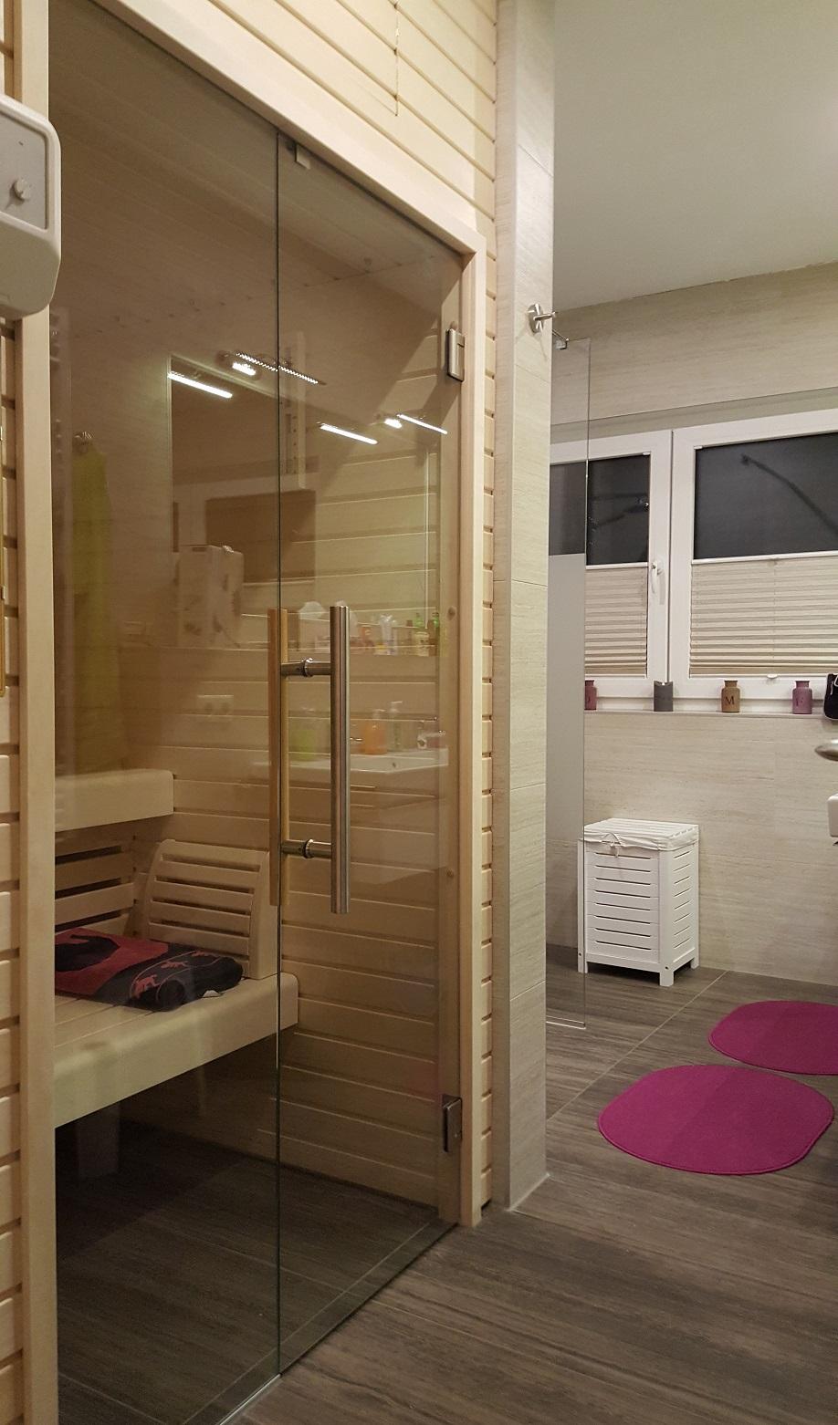 bad mit sauna gro e wohnung haus kliffblick. Black Bedroom Furniture Sets. Home Design Ideas