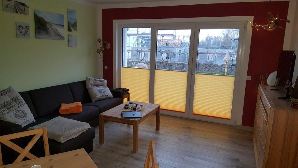 Wohn/Schlafzimmer mit Klappcouch